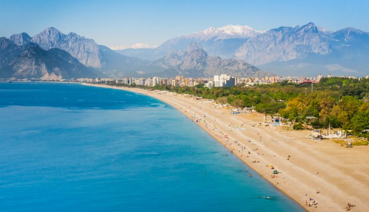 Im März in die Türkei: 14 Tage im guten Hotel inklusive Flügen, Transfers und Halbpension ab 306€ pro Person