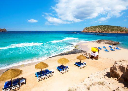 Ibiza: 7 Tage im sehr guten 4* Strandhotel inkl. Flug, Transfer, Rail & Fly und Frühstück ab 381 Euro