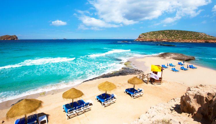 14 Tage Ibiza im Mai – Hotel mit Halbpension, Flug, Transfer und Rail&Fly ab 433€