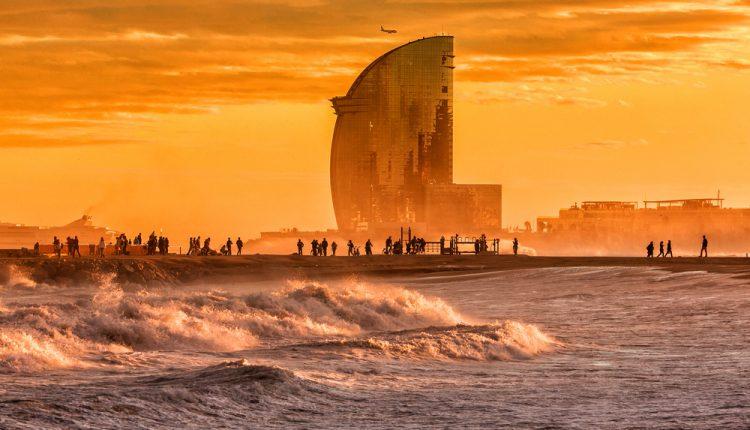 Silvester in Barcelona: 3 Tage im guten 3* Hotel inkl. Flügen ab 281€ pro Person