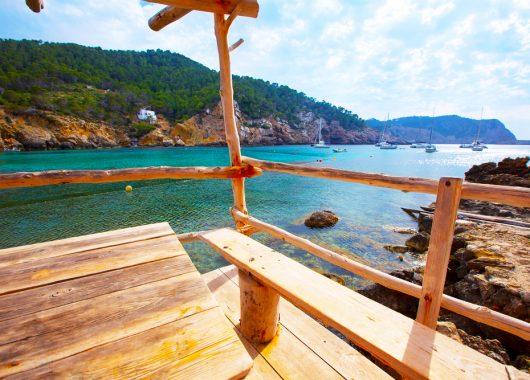 Eine Woche Ibiza im 3* Hotel inkl. HP, Flug, Rail&Fly u. Transfer ab 303€