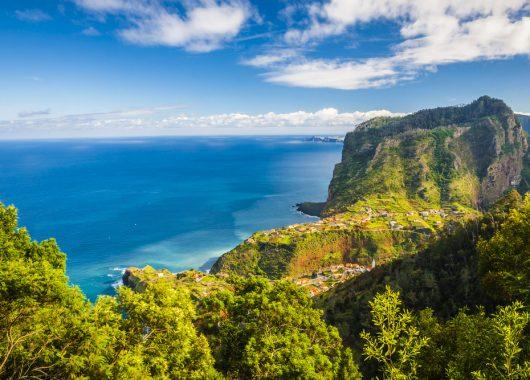 1 Woche Madeira im 4* Award-Hotel inkl. HP, Flug, Rail&Fly und Transfer ab 472€