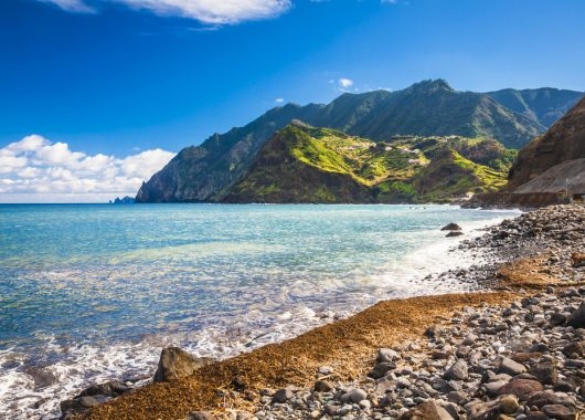 Frühbucher: 1 Winterwoche Madeira im 3* Hotel inkl. Frühstück, Flug, Rail&Fly u. Transfer ab 353€