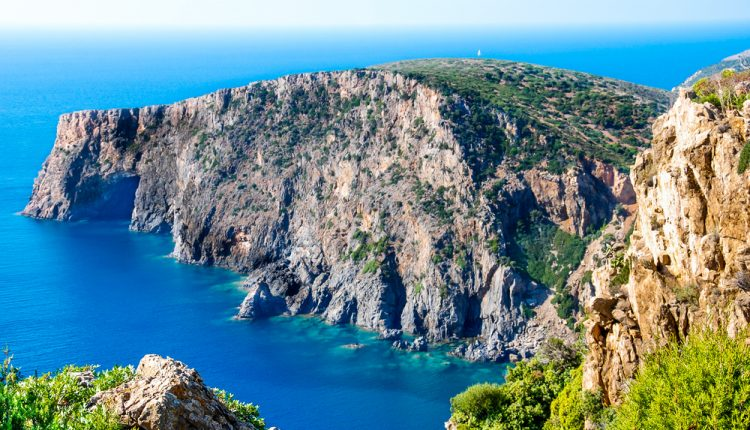 1 Woche Sardinien im April: 3* Hotel inkl. Frühstück, Flug und Transfer ab 433€