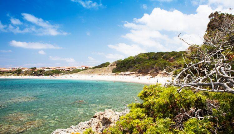 Im April nach Sardinien: 7 Tage im 4* Apartment inkl. Flug & eigener Pool ab nur 89€ p.P. bei 4/6 Pers. (bei 2 Pers. 145€)