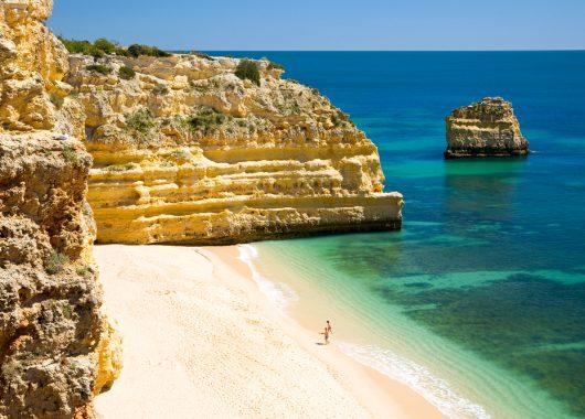 Eine Woche Costa Verde: 4* Hotel, Flüge, Mietwagen, Rail&Fly und Frühstück ab 381€