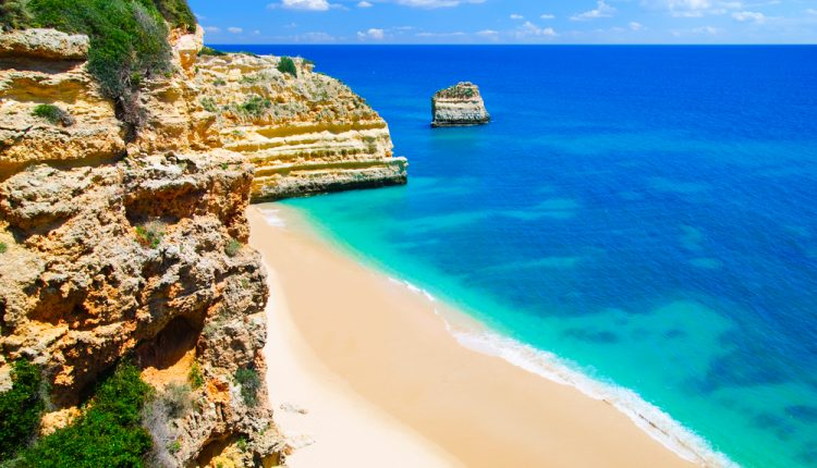 10 Tage Algarve im 4* Appartement inkl. Flug, Transfer, Rail&Fly und Halbpension ab 489€