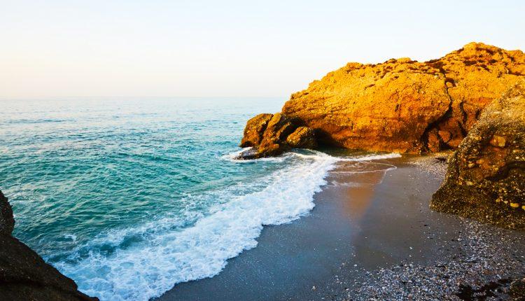 Costa del Sol im September: 7 Tage im 4*Aparthotel mit Flügen, Rail&Fly und Transfers für 342€