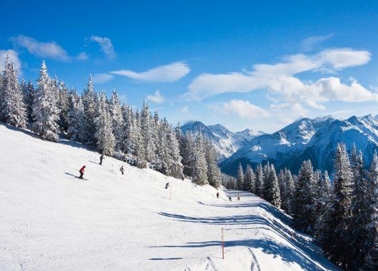 Winter in Tirol: 5 oder 8 Tage Erholung im 4*Hotel inkl. Halbpension, Wellness und Aktivkarte ab 199€