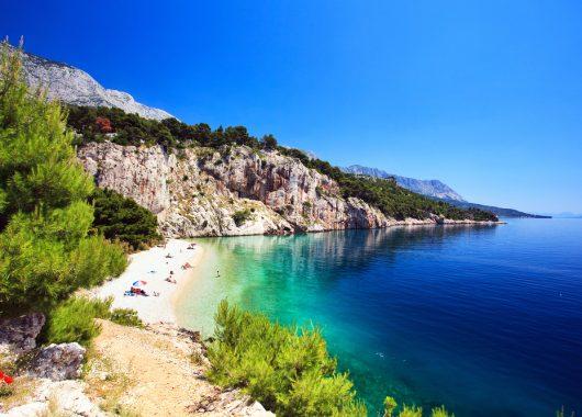 Kroatien: 4, 5 oder 8 Tage Urlaub direkt am Meer im 3* Resort inkl. Halbpension ab 89€