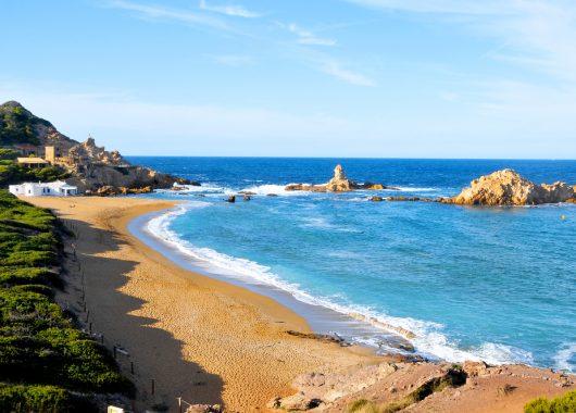 Menorca-Kurztrip: 4 Tage im sehr guten 3* Hotel inkl. Transfer und Flügen ab 116€ pro Person (Super-Lastminute, Abflug: H, HH, M, S)