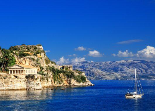 Korfu: 7 Tage im 3* Hotel inkl. Flug, Rail & Fly, Transfer und Halbpension ab 316€