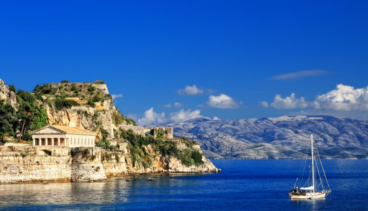 1 Woche Korfu im September: 3* Hotel inkl. Halbpension, Flug und Transfer ab 349€