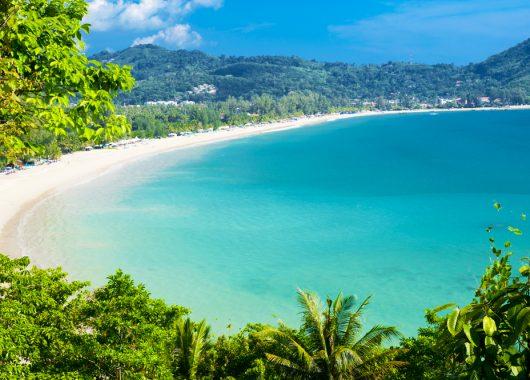 9 Tage Phuket im 4* Resort inkl. Frühstück, Flug, Rail&Fly und Transfer ab 865€