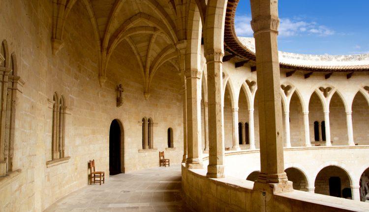 Im April nach Mallorca: 8 Tage im 4* Hotel inkl. Flügen, Transfers und Halbpension ab 355€