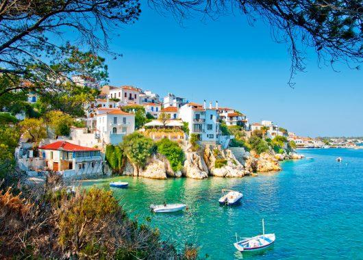 1 Woche Skiathos im 4* Hotel inkl. Halbpension, Flug und Transfer ab 385€