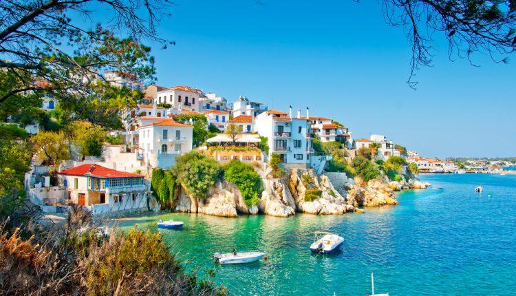 1 Woche Skiathos im 4* Hotel inkl. Halbpension, Flug und Transfer ab 365€