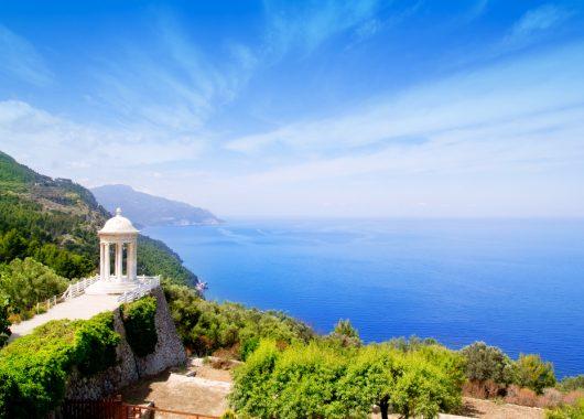 7 Tage Alcudia im Mai – 4* Hotel mit Halbpension, Flug, Transfer und Rail&Fly für 343€