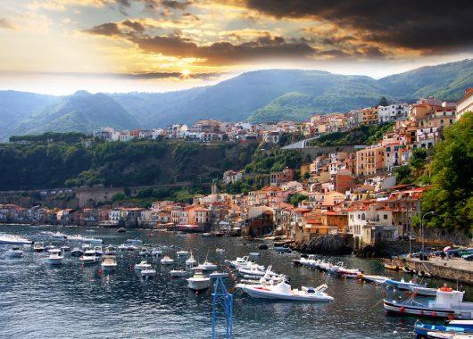 Süditalien: 7 Tage Kalabrien im guten 4* Hotel mit Halbpension, Flug und Transfer ab 348 Euro p.P.