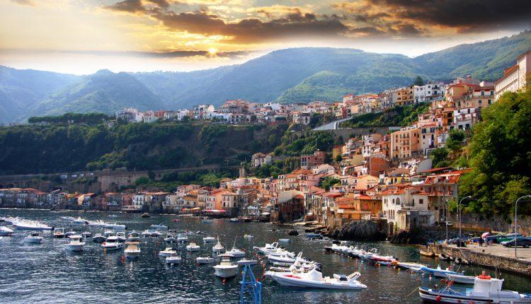 7 Tage Santa Domenica im Oktober: 3* Strandhotel mit Frühstück, Flug, Transfer und Rail&Fly ab 250€