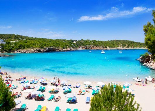 Im Mai: Eine Woche Ibiza inklusive Flügen, Rail & Fly, Transfers und Frühstück ab 345 Euro pro Person