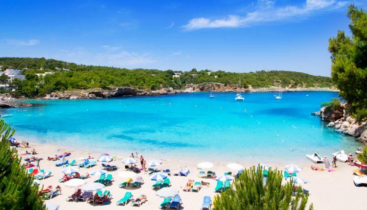 7 Tage Ibiza im Oktober: 3* Hotel All Inclusive, Flug, Transfer und Rail&Fly ab 411€