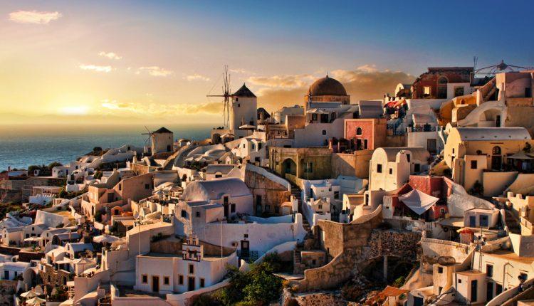 Santorini: 15 Tage auf der griechischen Insel inklusive Flug, Transfers, Rail & Fly und Unterkunft mit Frühstück ab 299€