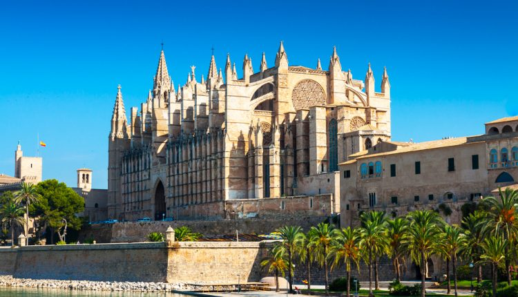 3 Tage Palma de Mallorca über Silvester: 4* Hotel mit Frühstück & Flug ab 278€
