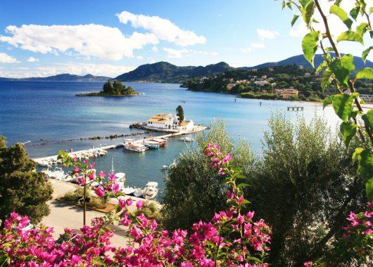 Korfu im Mai: 1 Woche im 3*Aparthotel mit Flug und Transfers ab 260€