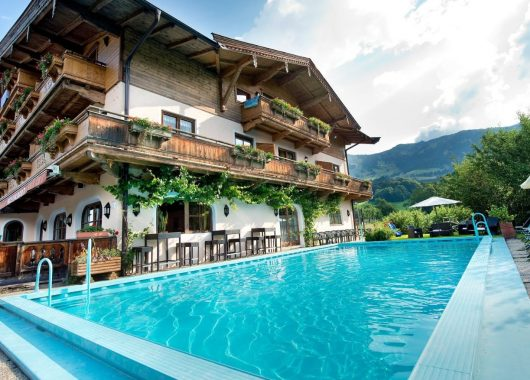 Lastminute: 3-8 Tage Kitzbühel – Wellnessurlaub in den Bergen – im 4* Hotel mit Halbpension ab 49€ p.P.