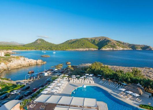 1 Woche Cala Ratjada im 4* Hotel inkl. HP, Flug, Rail&Fly u. Transfer ab 283€