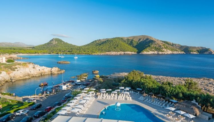 Herbstsonne: Eine Woche Cala Ratjada im 4* Hotel inkl. HP, Flug und Rail&Fly ab 334€