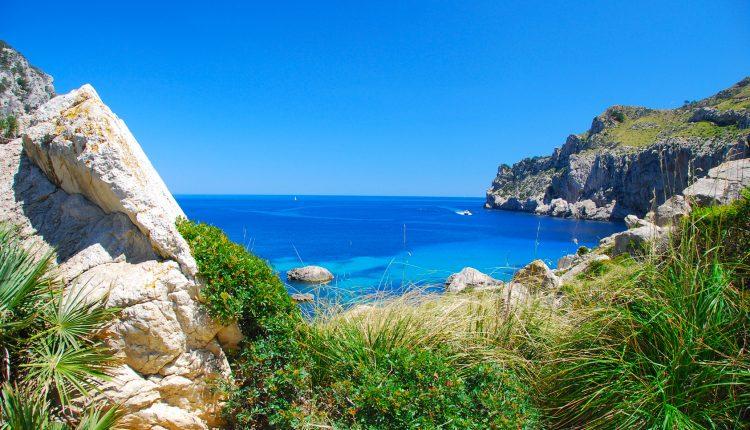 Mallorca im Oktober: Eine Woche im 3* Apartment inkl. Flug, Rail & Fly und Transfer ab 262€