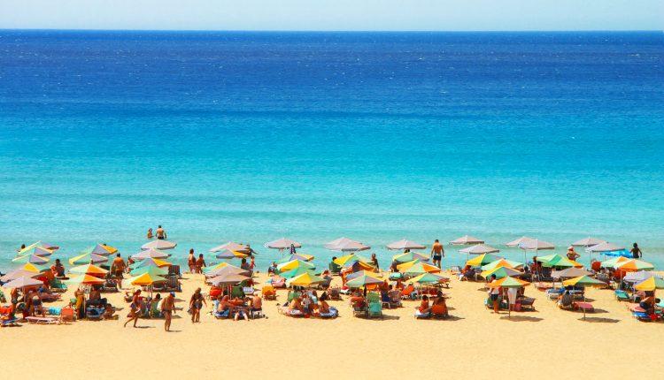 Eine Woche Kreta im April: 3* Hotel mit Halbpension, Meerblick, Flug, Transfers und Rail&Fly ab 270€ p.P.