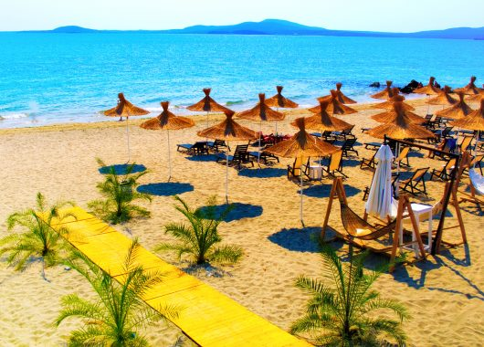 Bulgarien: 1 Woche im guten 4* Hotel inkl. Flug, Transfer, Rail&Fly und Halbpension ab 233€