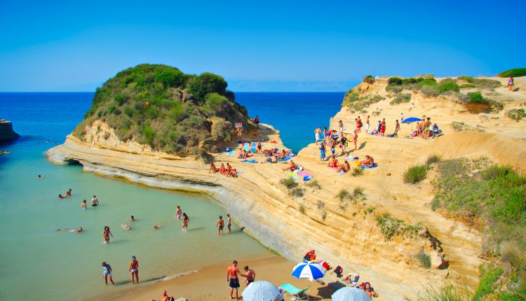 Korfu im Oktober: 1 Woche All Inclusive im 4* Hotel inkl. Flug ab 370€ pro Person