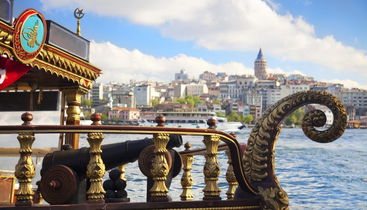 Silvester in Istanbul: 4 Tage im 3* Hotel inkl. Frühstück und Flug ab 260€