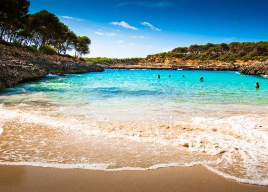 Mallorca: Eine Woche im sehr guten 3,5* Aparthotel inkl. Flug, Rail & Fly, Transfer und Frühstück ab 348€