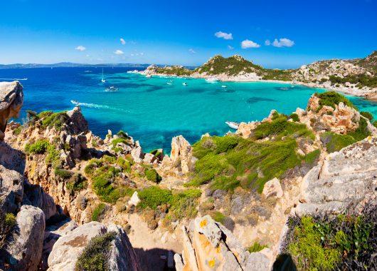 April – Mai: 1 Woche Sardinien inkl. Apartment und Flug für 149€ ab Weeze, 160€ ab Frankfurt