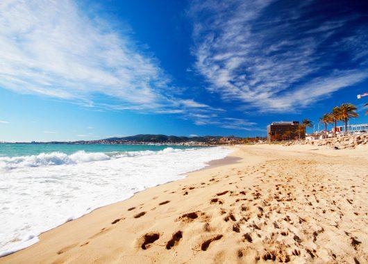 2 Wochen Menorca im Apartment mit Flug, Rail&Fly und Transfer ab 370€