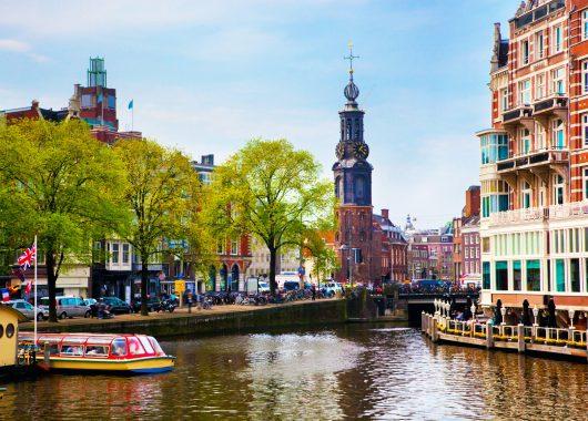 Amsterdam: 3 Tage im guten 4* Hotel inkl. Wellness und Frühstück ab 176€ für 2 Personen