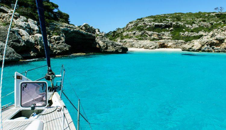 September – Oktober: 1 Woche Porto Colom, Mallorca im 4* Hotel inkl. Halbpension, Flug und Mietwagen ab 467€
