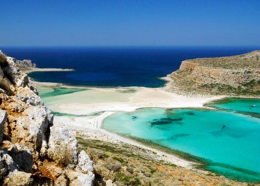 Kreta: 7 Tage im 3* Hotel inkl. Halbpension, Flügen und Zug zum Flug ab 323€ pro Person