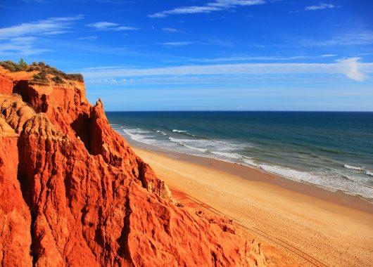 Algarve im April: 7 Tage im 3* Hotel inkl. Flug, Transfer und Halbpension ab 268€