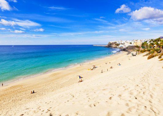 Lastminute: 6 Tage Fuerteventura im 3* Apartment, Flug und Transfer ab 285€