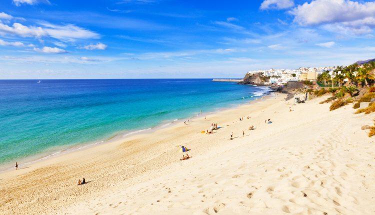 Fuerteventura im März: 1 Woche im guten Apartment inkl. Flügen, Rail & Fly und Frühstück ab 397€