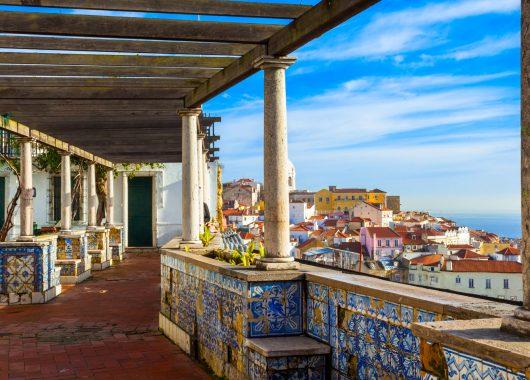Überraschung-Städtereise: 4 Tage im guten Hotel inkl. Flug nach Madrid, Rom oder Lissabon ab 139€