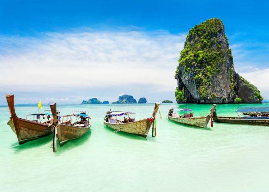 11 Tage Khao Lak im 4* Hotel am Privatstrand mit Frühstück, Flug, Rail&Fly und Transfer ab 806€