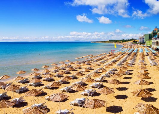 Frühbucher Bulgarien: 1 Woche im 3*Hotel mit Flug, Halbpension, Transfers und Rail&Fly ab 347€