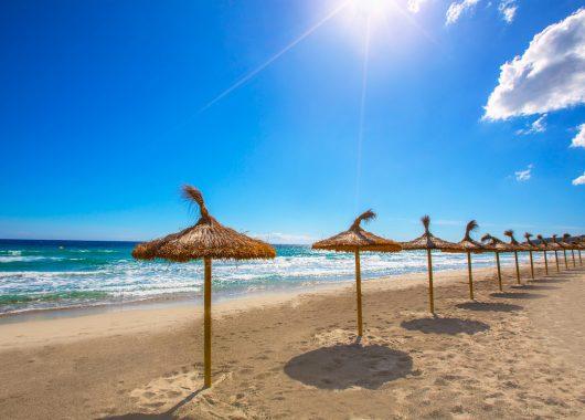 Menorca: 1 Woche im guten 3*Hotel inkl. Flug, Zugticket und Frühstück ab 319€
